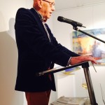 Nanne Ferbeek tijdens het welkomstwoord in Galerie Lauswolt-Olterterp
