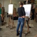 In het ruime atelier